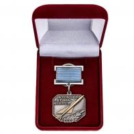 Нагрудный знак Заслуженный летчик-испытатель СССР - в футляре