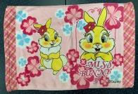 Небольшое полотенце с зайками