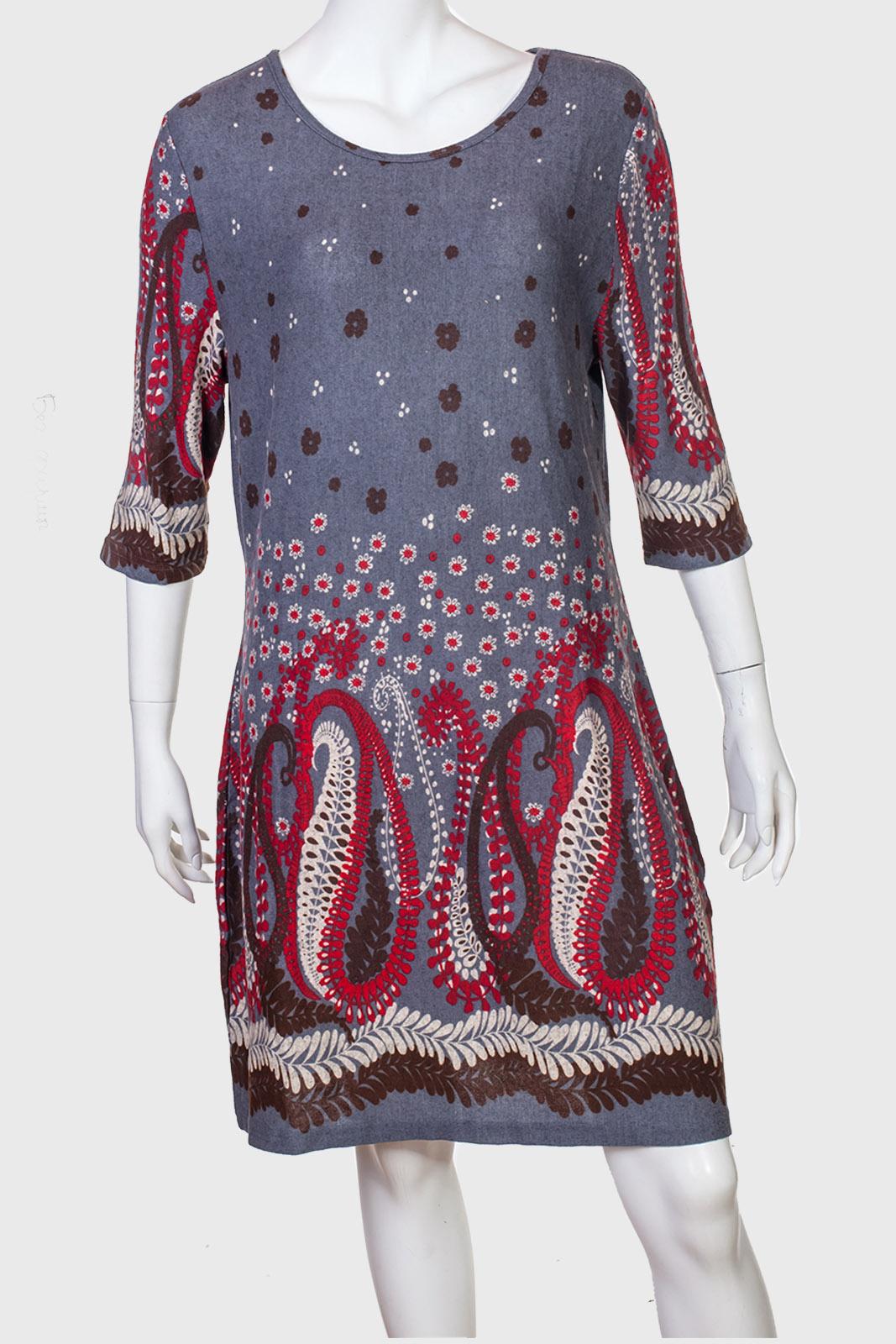 Необычное длинное платье с очень красивым принтом