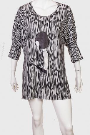 Необычное платье-туника с зеброидным принтом