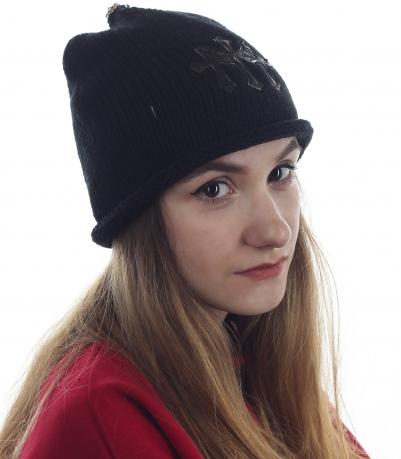 Необыкновенная шапочка ультрамодного фасона. Модель для девушек, любящих быть на пике моды
