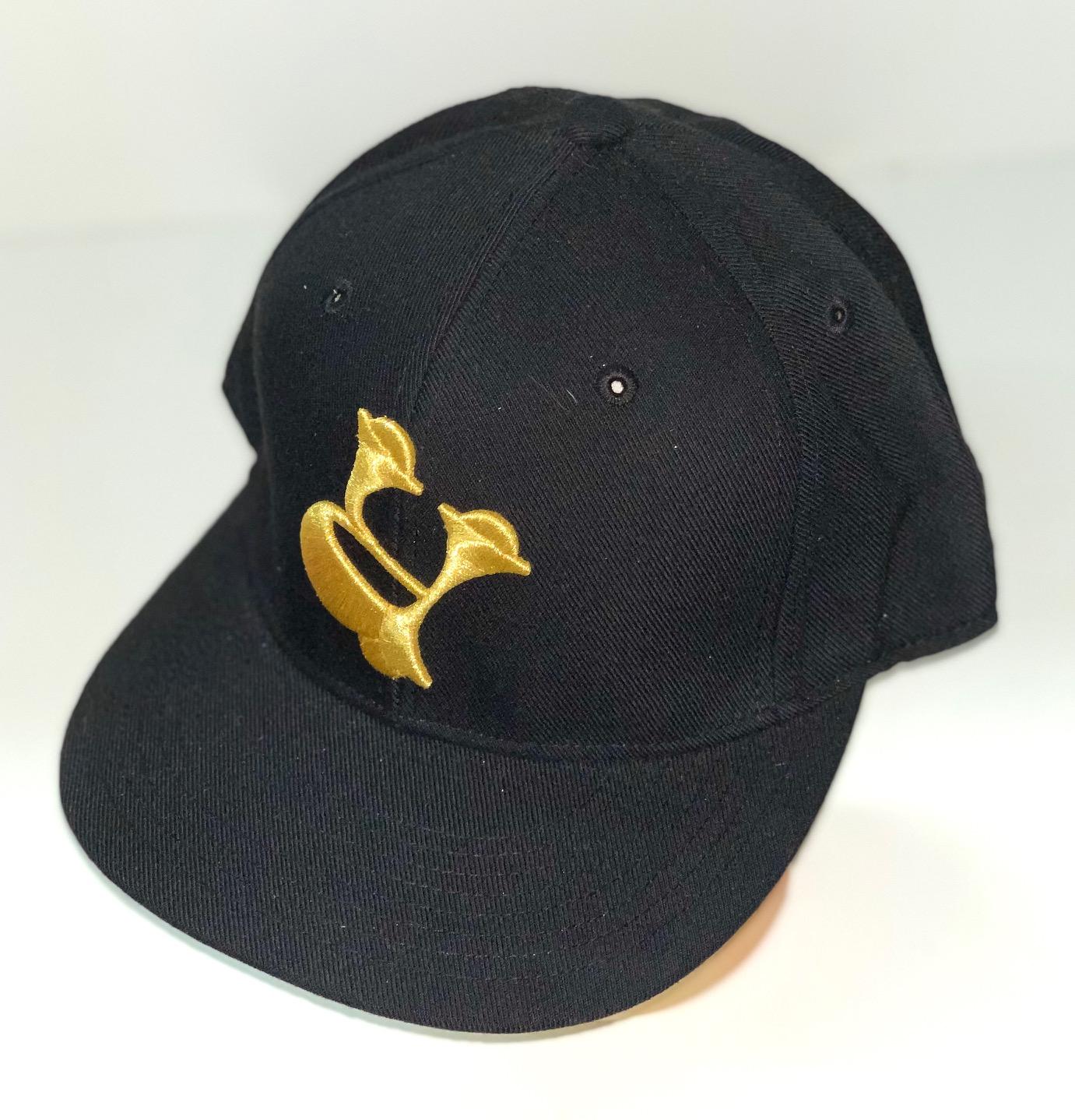 Неповторимая кепка черного цвета с вышивкой