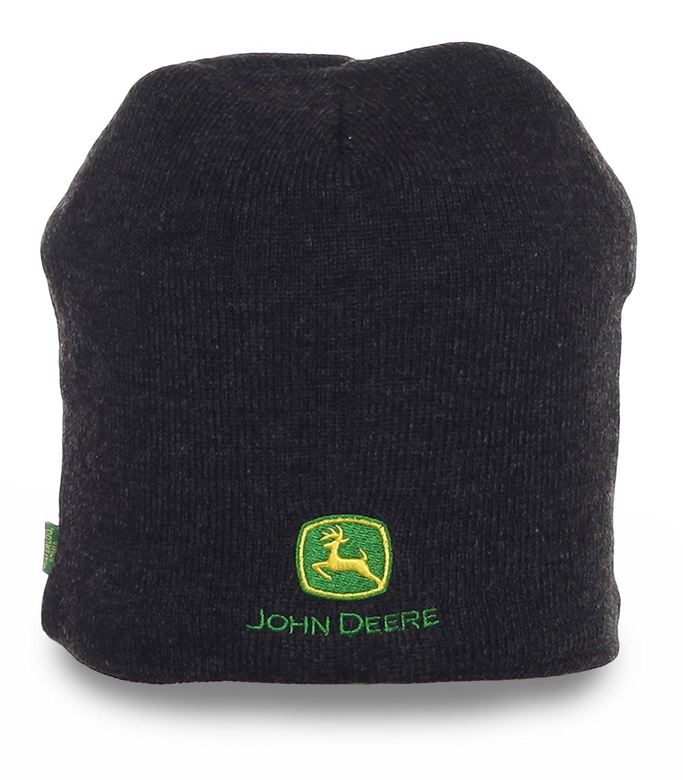 Неприхотливая зимняя мужская шапка с лаконичной вышивкой с флисом
