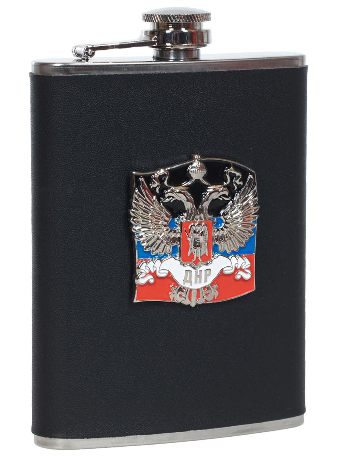 Заказать нержавеющую фляжку ДНР (обтянутая кожей, металлический жетон)