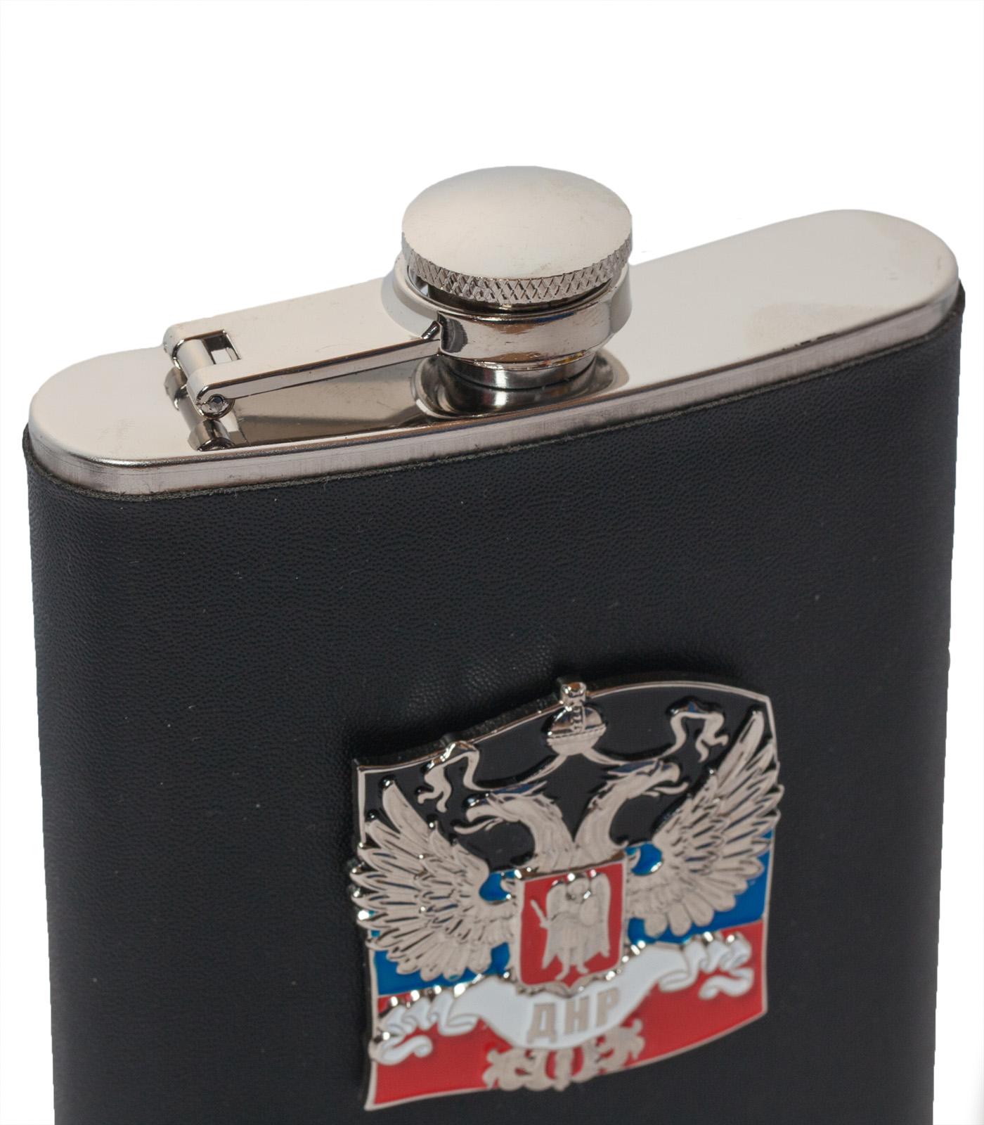 Нержавеющая фляжка ДНР (обтянутая кожей, металлический жетон) с доставкой