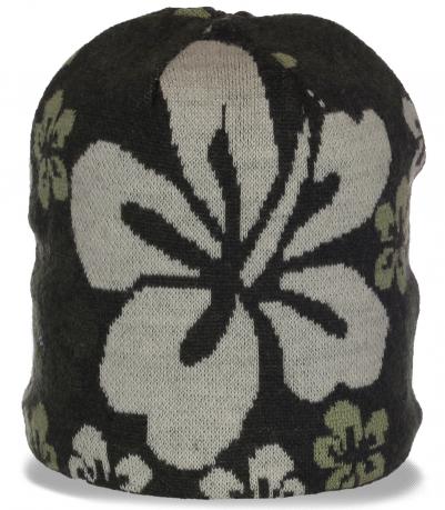 Нетривиальная трикотажная женская шапка новомодного фасона бини с эксклюзивными цветами