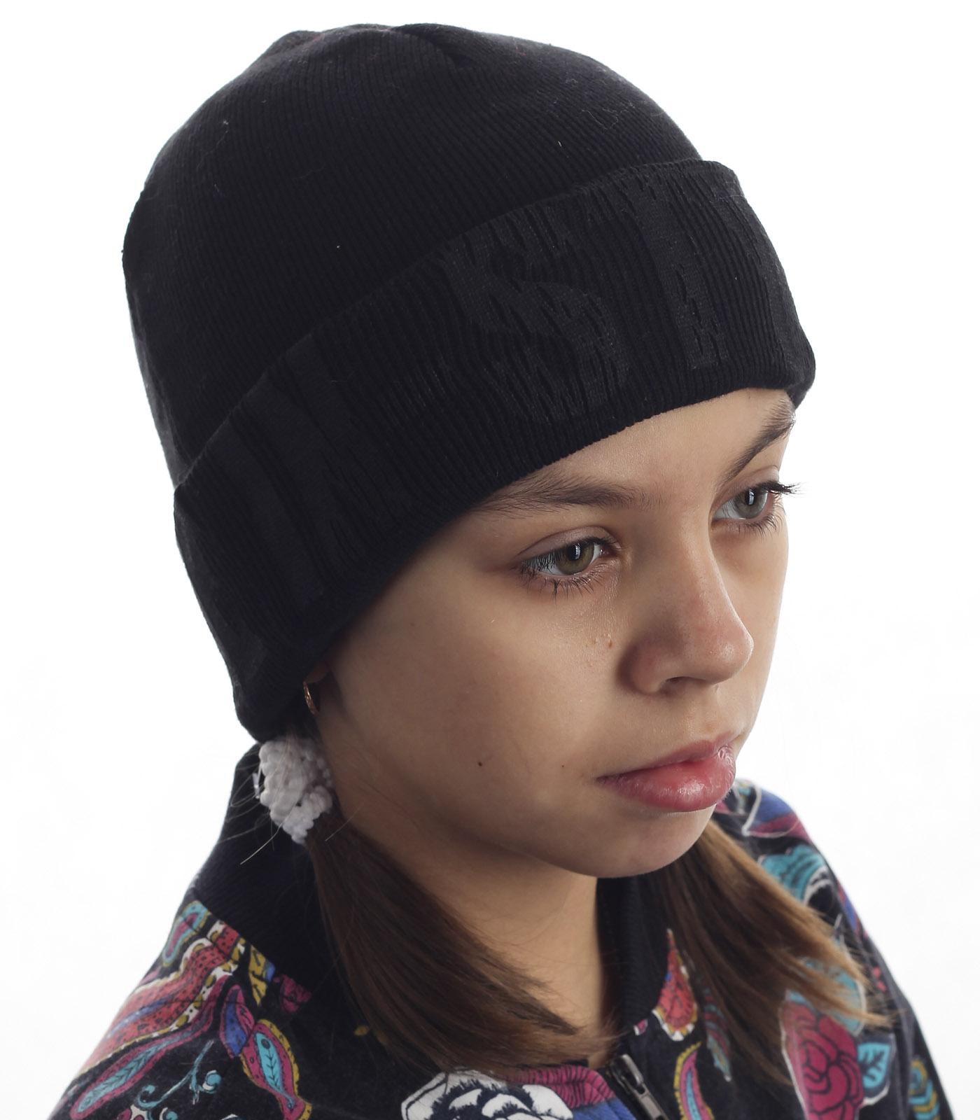 Незаменимая детская шапка для спорта и на каждый день. Подворот дополнительно защитит от ветра, а дизайн понравится самой требовательной моднице
