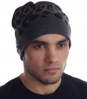 Незаменимая мужская вязаная шапка с неброским орнаментом