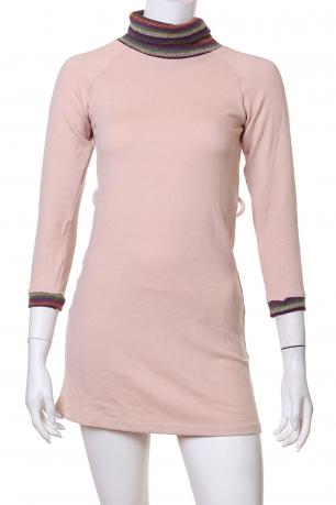 Нежное розовое мини-платье с горлышком