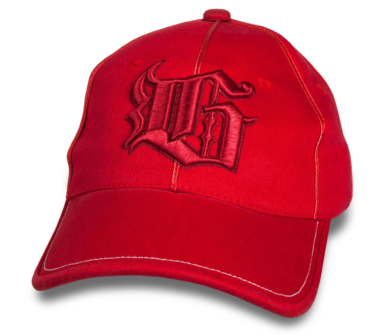 Новомодная красная бейсболка