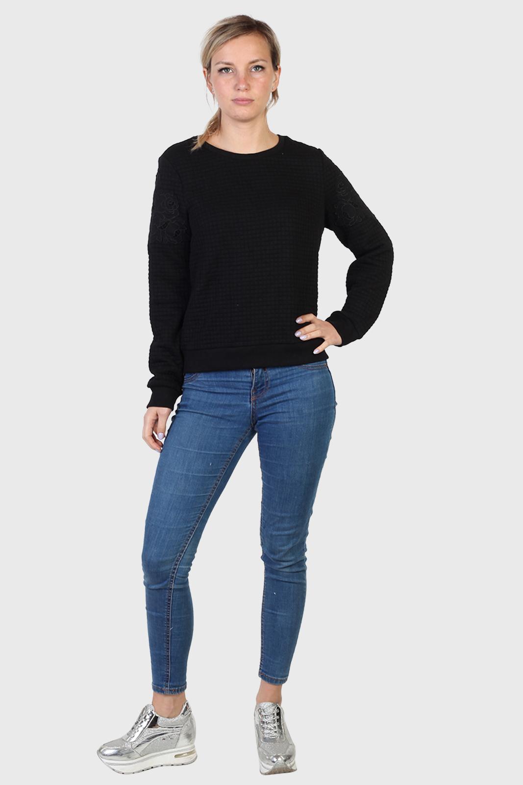 Объемный женский свитер