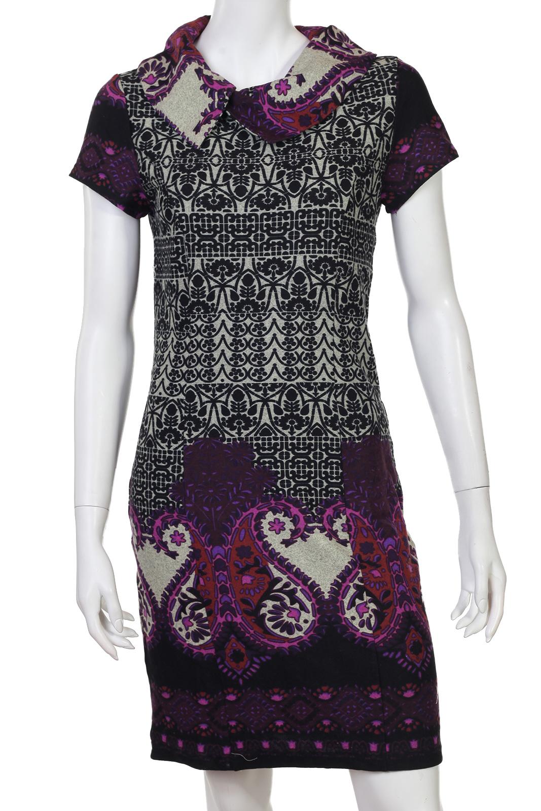 Облегающее платье до колен с красивым орнаментом