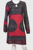 Очаровательное черно-красное платье с крупным узором от Nostalgia