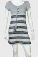 Очаровательное приталенное платье с помпонами