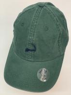 Оливковая бейсболка с небольшой вышивкой на тулье