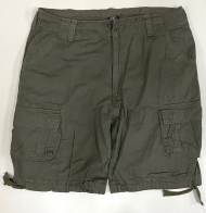 Оливковые шорты мужские с накладными карманами