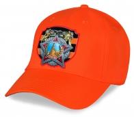 Оранжевая актуальная бейсболка из качественного хлопка с оригинальным патриотическим принтом Ордена Победы – великолепный подарок нашим ветеранам к 9 Маю. Спешите заказать!