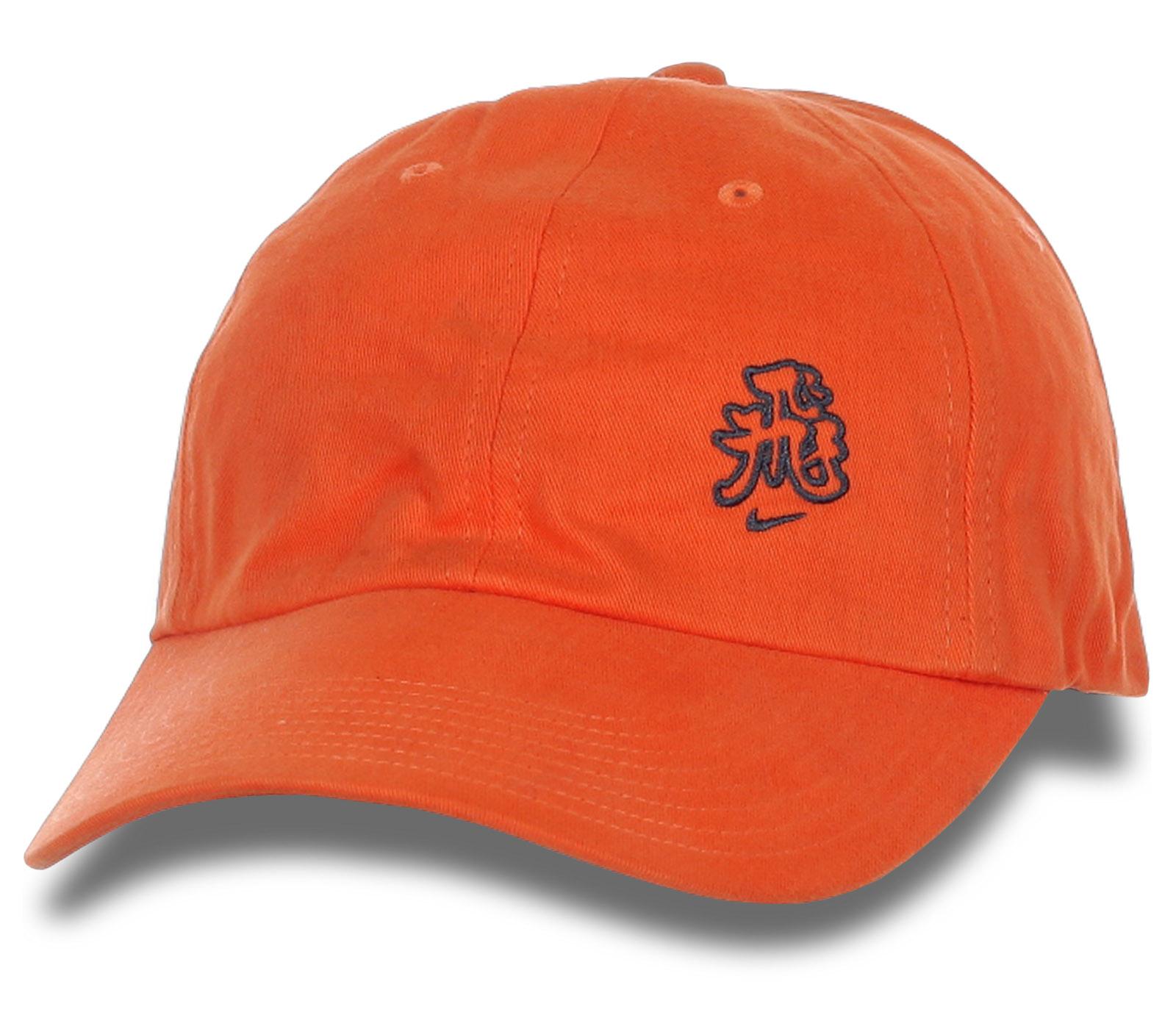 Оранжевая бейсболка -