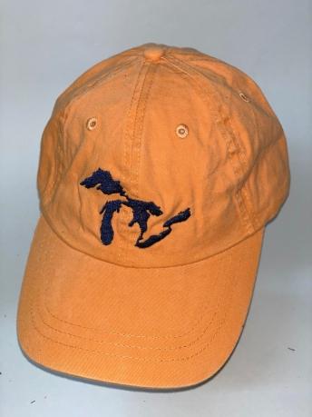 Оранжевая бейсболка с темно-синей вышивкой на тулье