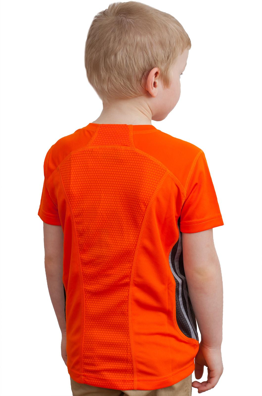 Оранжевая футболка по выгодной цене
