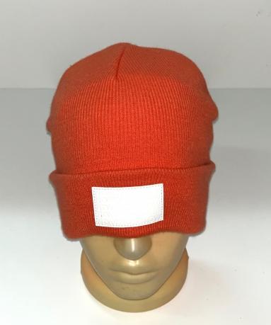 Оранжевая шапка с белой нашивкой