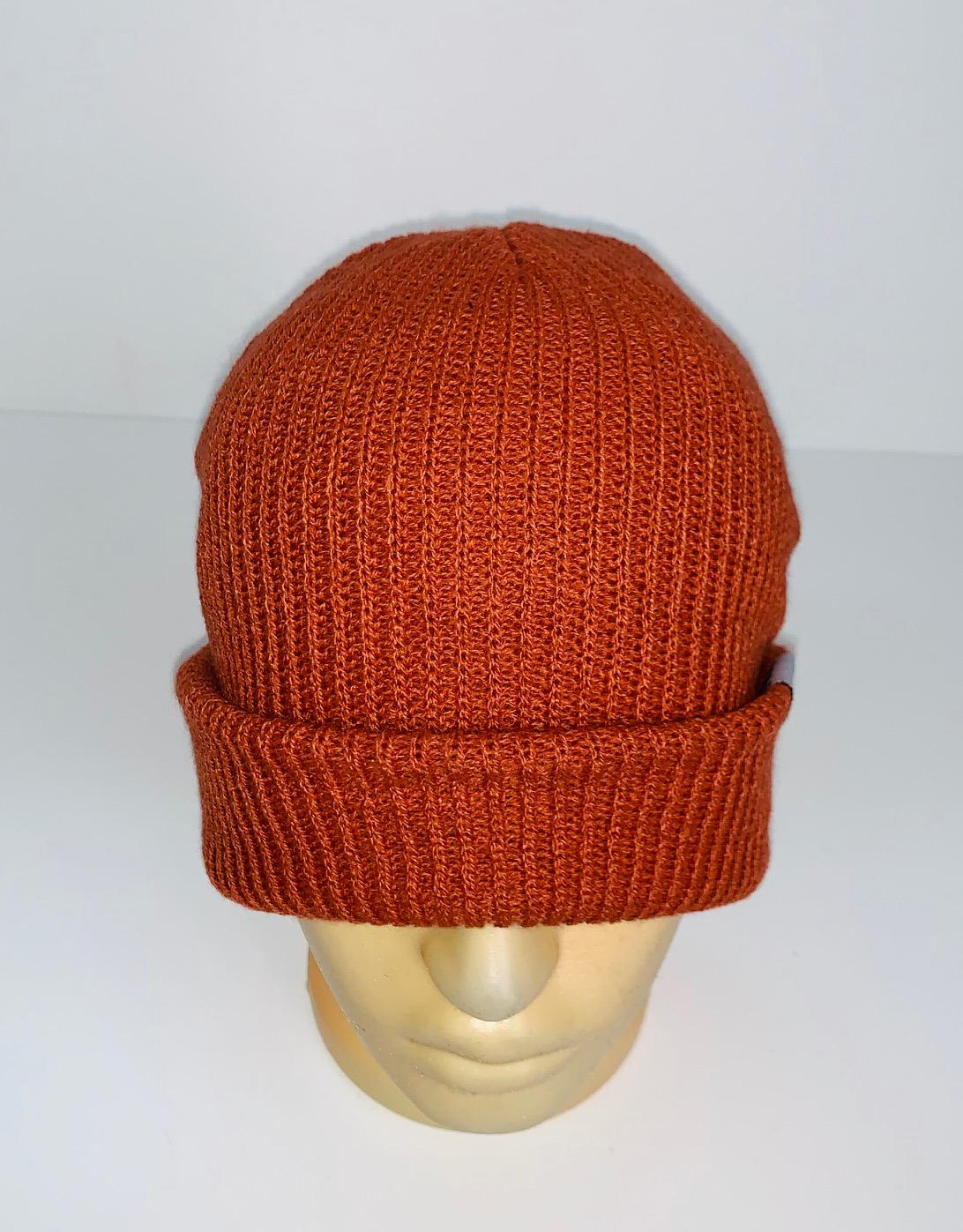 Оранжевая вязаная шапка