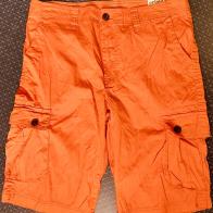 Оранжевые шорты с карманами фирмы URBAN