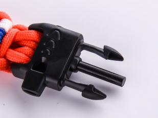 Оранжевый браслет со свистком