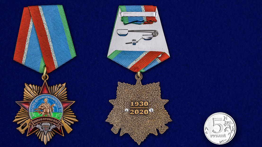 Орден 90 лет Воздушно-десантным войскам на колодке на подставке - сравнительный вид