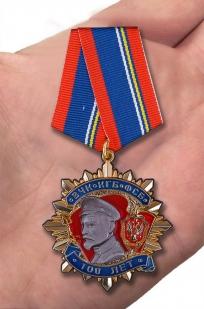Орден Ф. Дзержинский 100 лет ВЧК-КГБ-ФСБ - вид на ладони