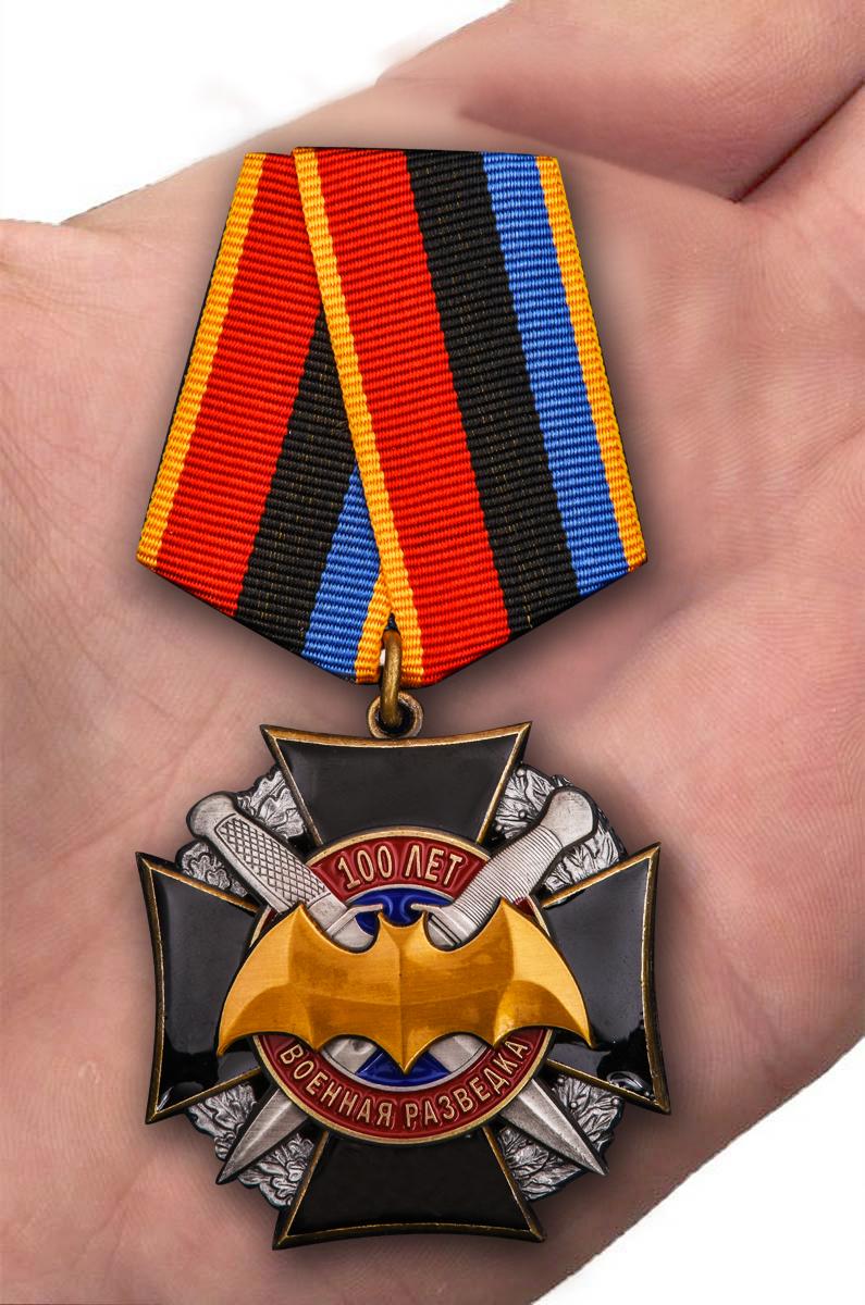 Орден к 100-летнему юбилею Военной разведки (на колодке) - вид на ладони