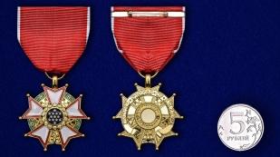 """Орден """"Легион Почета"""" США 4-й степени - сравнительный размер"""