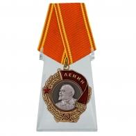 Орден Ленина на подставке