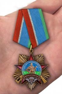 "Орден на колодке ""90 лет Воздушно-десантным войскам"" в футляре - вид на ладони"