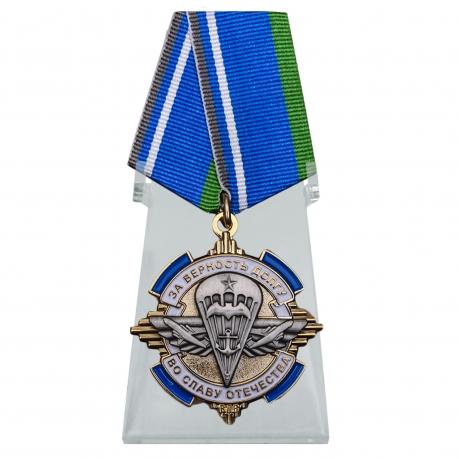 Орден За верность долгу, во славу Отечества на подставке