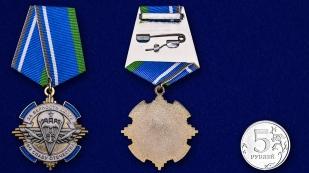 Орден За верность долгу, во славу Отечества на подставке - сравнительный вид