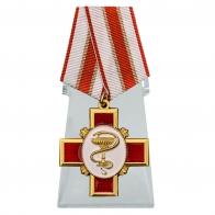 Орден За заслуги в медицине на подставке