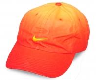 Только для тех, кто НЕ БОИТСЯ быть центром внимания! Яркая оранжевая бейсболка с потрясающей игрой цвета. Пора покупать не то, что навязывают, а то, что НРАВИТСЯ!