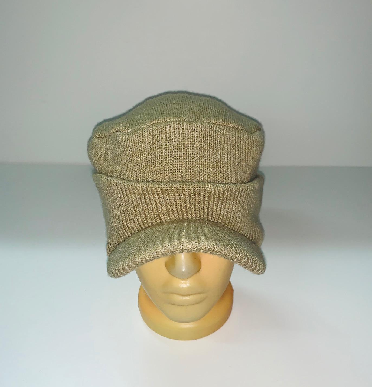 Оригинальная бежевая шапка с козырьком