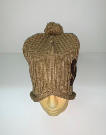Оригинальная бежевая шапка с помпоном