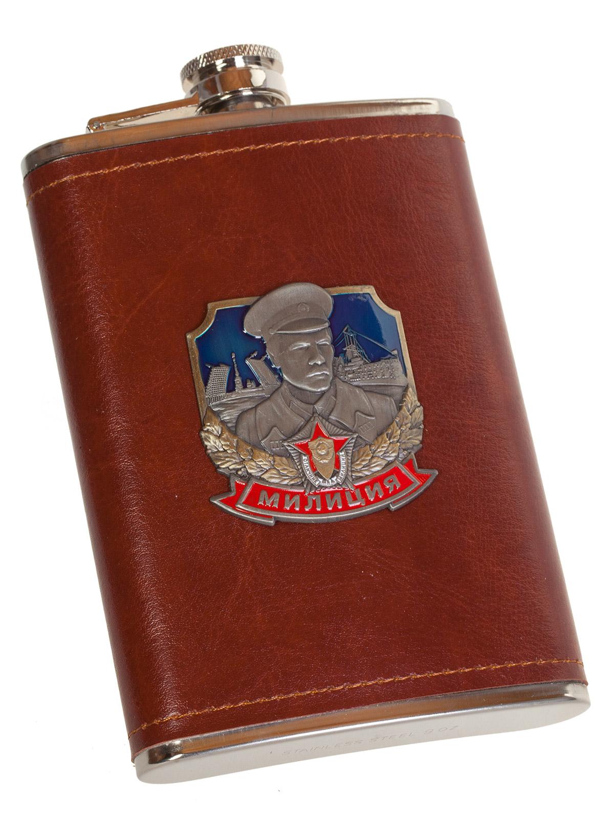 Оригинальная фляжка в коже с накладкой Милиция - купить в подарок