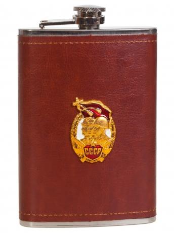 Оригинальная фляжка в коже с накладкой Защитнику Отечества