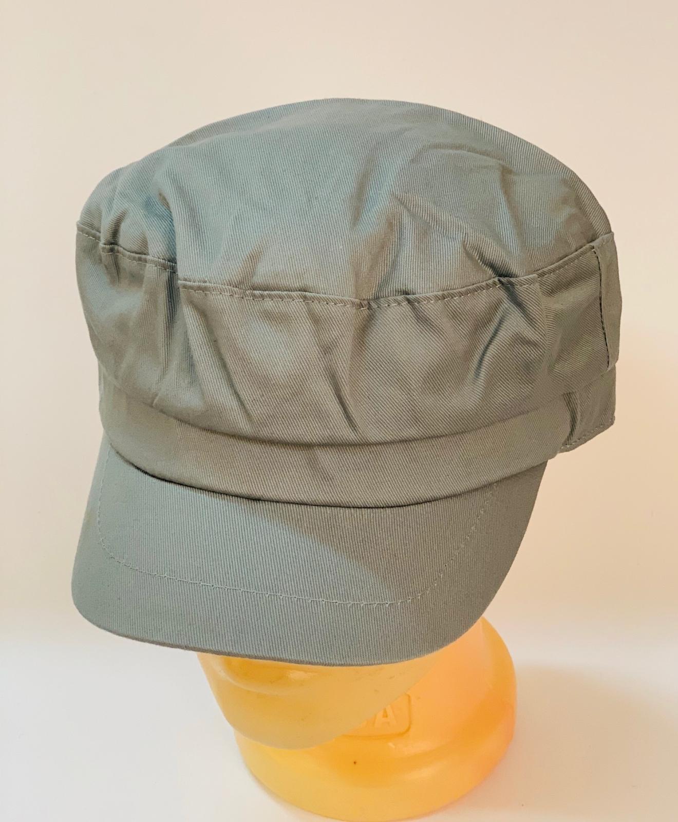 Оригинальная кепка-немка светло-серого цвета