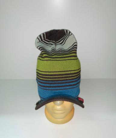 Оригинальная полосатая шапка с козырьком