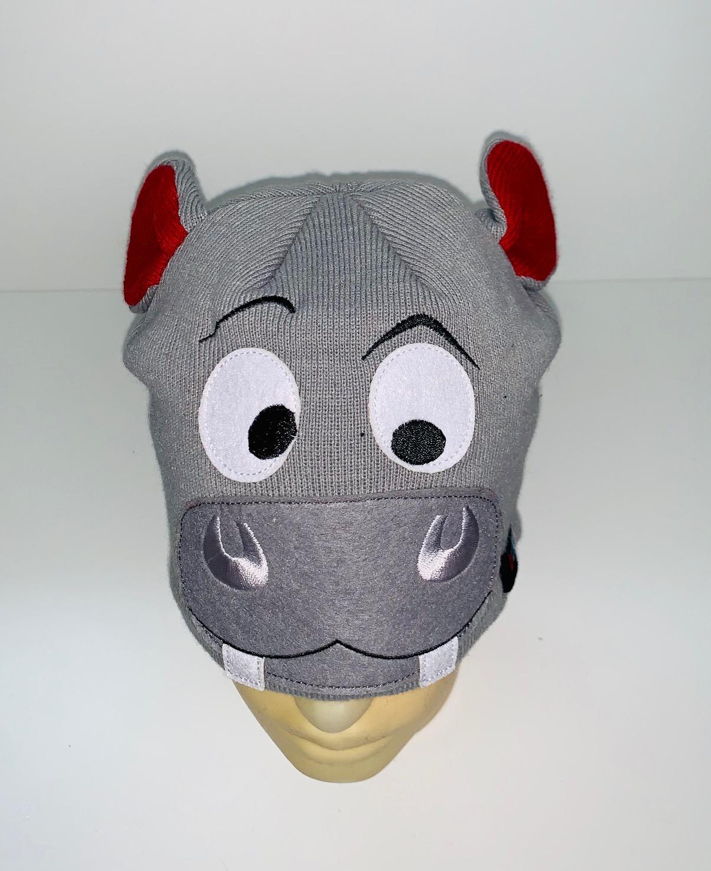 Оригинальная шапка с мордочкой бегемота