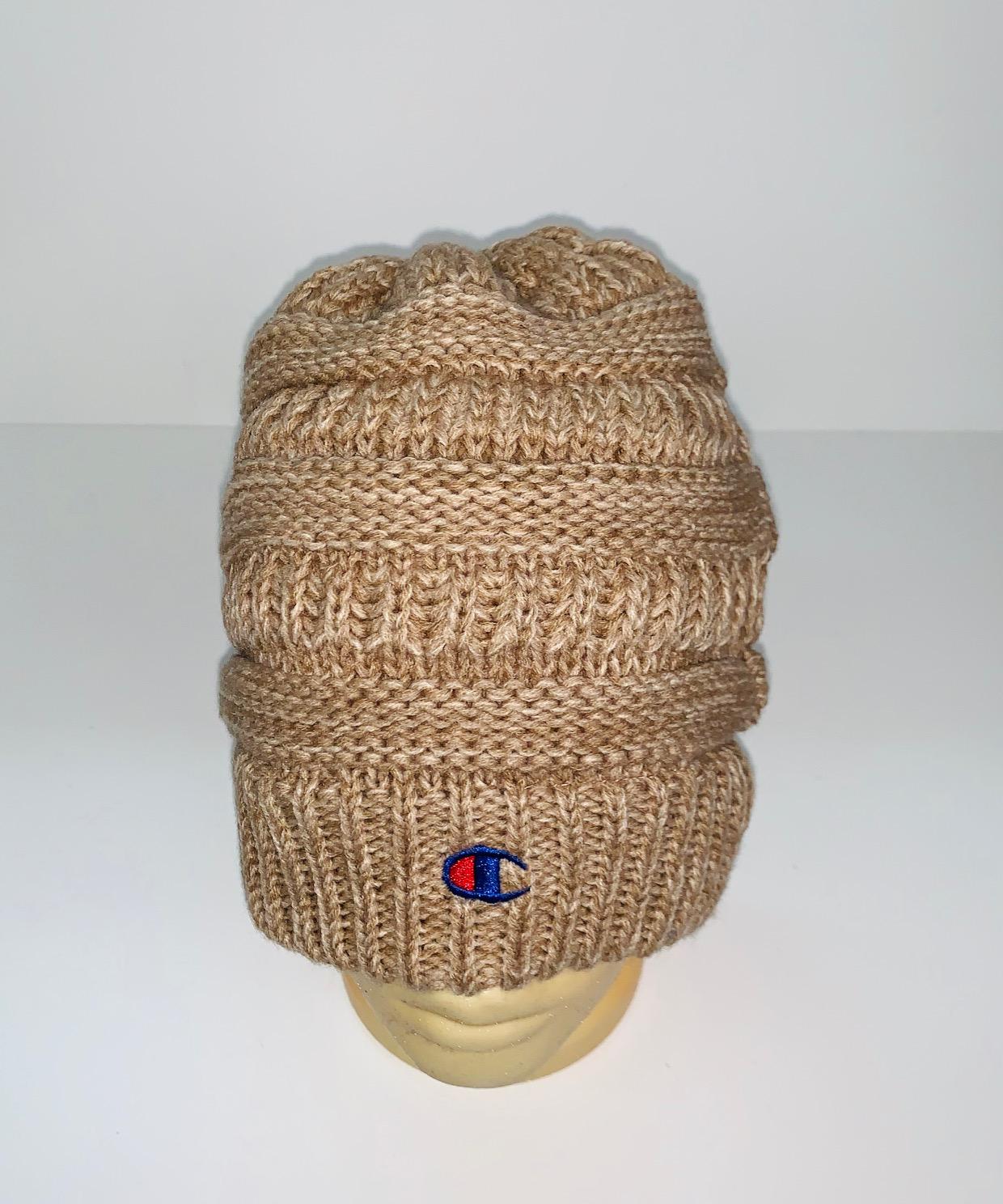 Оригинальная вязаная шапка
