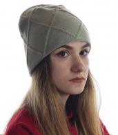 Женская шапка с аккуратным вывязанным рисунком