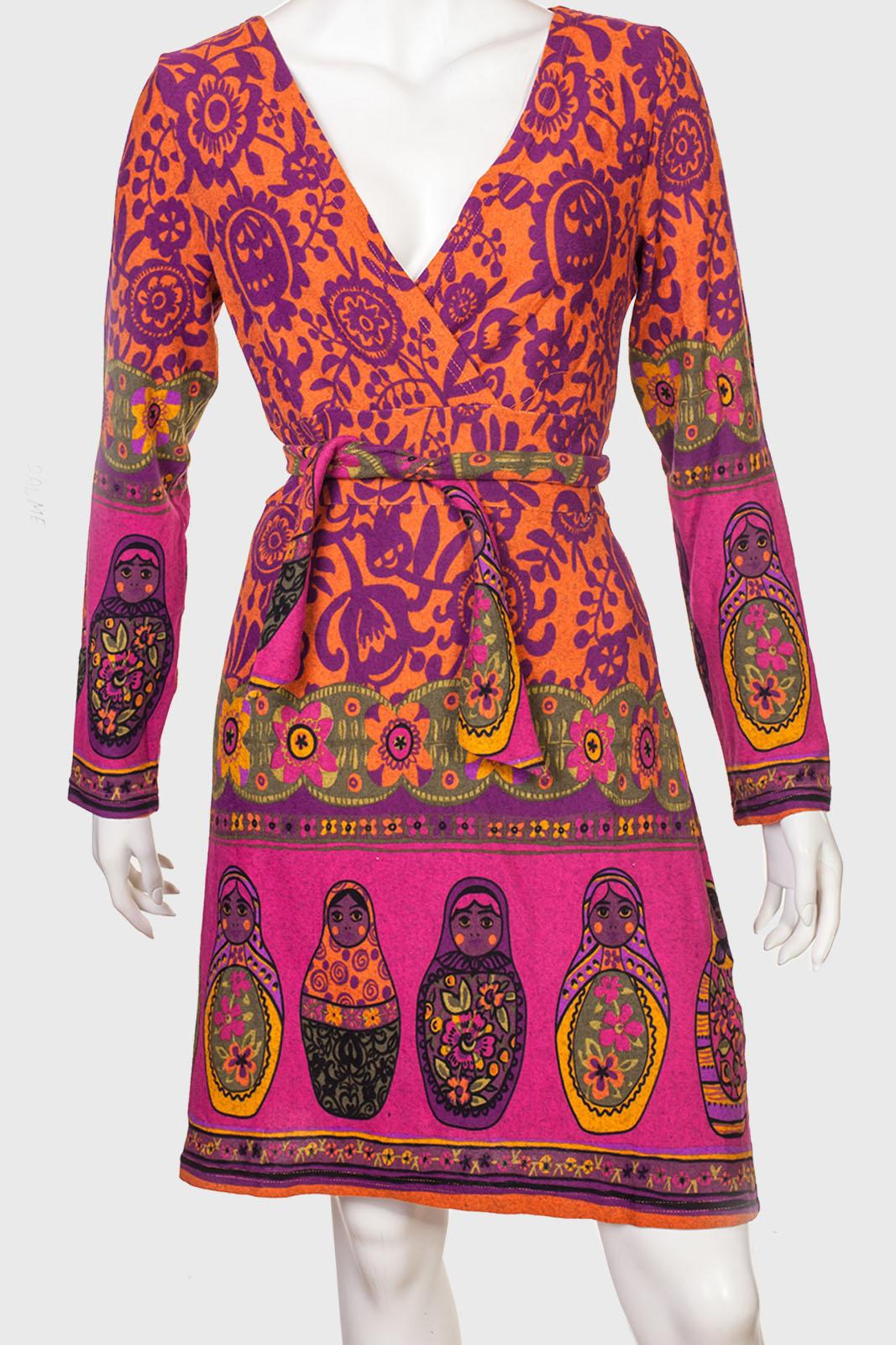 Оригинальное приталенное платье с крутым декольте от Palme