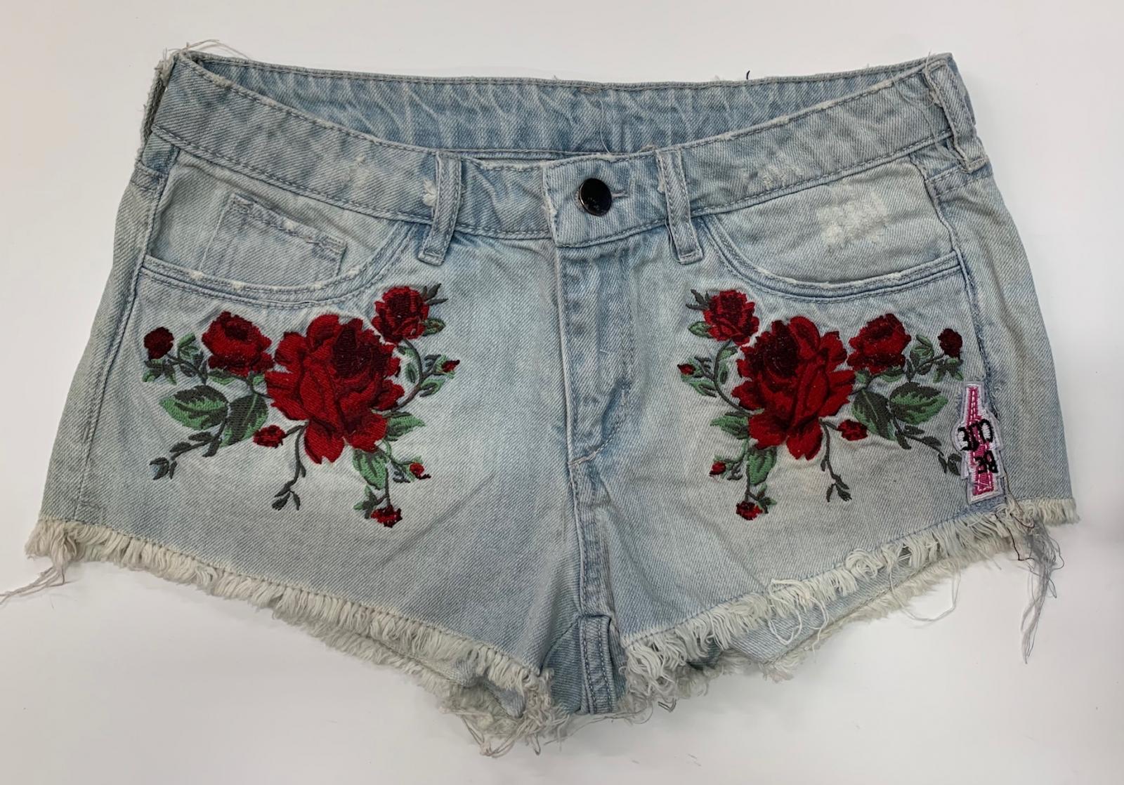 Оригинальные женские шорты с алыми розами