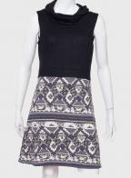 Ослепительное женское платье с воротником-хомутом